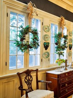 dressing up the dining room with wreaths hanging at the windows inside