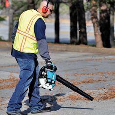Different types of leaf blowers on the market