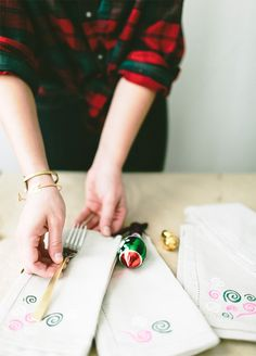 DIY Hand-Painted Napkins #ziploc #holidaycollection