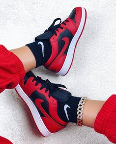 Nike Red Sneakers, Nike Casual Shoes, Shoes Sneakers, Sneakers Women, Jordans Sneakers, Black Jordans, Air Jordans, Cute Nike Outfits, Red And Black Outfits