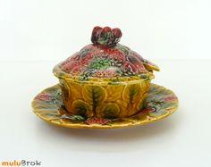 Vintage ... Sucrier pou Pot à confiture en barbotine Fraises, signé Sarreguemines ... www.muluBrok.fr ...