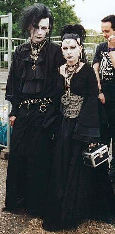 Victorian Goth, Gothic Steampunk, Dark Fashion, Gothic Fashion, Punk Goth Fashion, Women's Fashion, Amphi Festival, Gothic People, Goth Bands