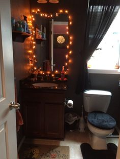 Spooktacular Halloween Decoration Ideas For Your Bathroom - Halloween is a holiday celebrated on October Generally, Halloween is related to the scarier aspects of life such as like death, magic, and mythi. Halloween Bedroom, Halloween Home Decor, Halloween House, Halloween Decorations, Halloween Dorm, Scary Halloween, Goth Home Decor, Fall Home Decor, Autumn Home