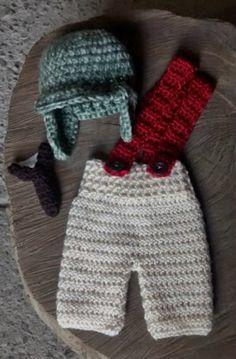 Conjunto confeccionado em crochê.  cor - bege e verde mescla  tamanhos - RN, 1 a 3 / 3 a 6/ 6 a 9 meses R$ 79,90