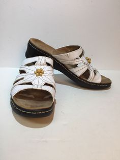 213ba29374f4 Womens Clarks Bendables White Leather Wedge Flower Sandals Size 10  fashion   clothing  shoes