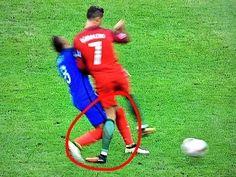 Ten moment kiedy jeden z najlepszych piłkarzy na świecie doznał kontuzji • Kontuzja Cristiano Ronaldo w finale Euro 2016 • Zobacz >> #ronaldo #cristianoronaldo #football #soccer #sports #pilkanozna