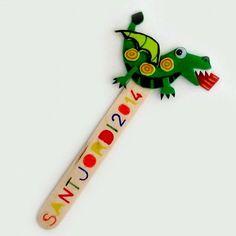 Escuela infantil castillo de Blanca: MANUALIDADES SAN JORGE Craft Stick Crafts, Felt Crafts, Diy And Crafts, Arts And Crafts, Diy For Kids, Crafts For Kids, Saint George And The Dragon, Rabbit Toys, School Decorations
