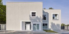 Unique facade - The Home Decor Trends Facade Design, Facade House, Home Decor Trends, Home Accents, Bungalow, House Plans, Sweet Home, Exterior, Mansions