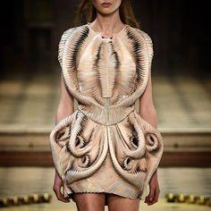 Amazing form, texture and technology in this dress by @irisvanherpen! #irisvanherpen #fashion #style #avantgarde #textiles #art #design #details #technology #fantasy #inspiration #costumedesign #costumedesigner