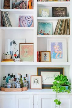 Shelf Styling: The Happy Home of Gray Benko Interior Design Living Room Warm, Living Room Decor, Bookshelf Styling, Casa Real, Declutter Your Home, Scandinavian Home, My New Room, Cheap Home Decor, Interior Inspiration