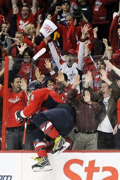 What a celebration! Caps Hockey, Hockey Teams, Hockey Players, Hockey Goal, Ice Hockey, Washington Capitals Hockey, We Are The Champions, Stanley Cup Champions, Hockey Stuff