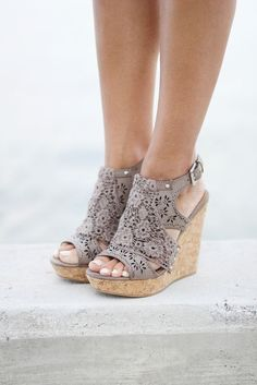 ---Stitch Fix Spring/summer fashion inspiration. Neutral flower detail wedges are a must have this summer. Try best clothing subscription company. Click on the picture to get started. #sponsored #StitchFix #shoes