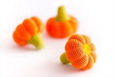 1 Pcs - Crochet pumpkin, crocheted vegetables, teether teeth, play food, kitchen decoration,  eco-friendly toys (6m+) - MiniMom's -