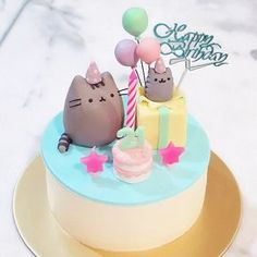 Love this gorgeous Pusheen birthday cake from @blackmentosbeautybox! Look at all those tiny details! #regram #pusheentreats #pusheen