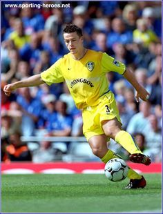 Ian Harte of Leeds Utd in Leeds United Football, Leeds United Fc, The Damned United, Sports Celebrities, Football Jerseys, Back In The Day, Soccer Ball, Premier League, The Past