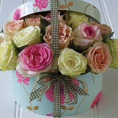 Roses - Avalanche, Aqua & Sweet Avalanche in hatbox