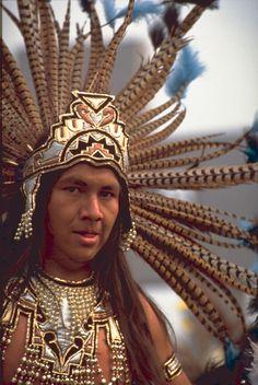 CONCHERO AZTECA,VESTIDO PARA LA DANZA CEREMONIAL  MEXICO