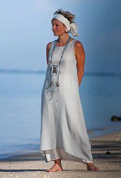 Tunique en voile de lin bleu pâle et sarouel-jupe blanc cassé