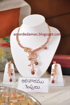 Schmuck ist alles: Edu Vaarala Nagalu - Schmuck Design India Jewelry, Gold Jewelry, Jewellery, Stone Wrapping, Ruby Necklace, Schmuck Design, Gold Bangles, Necklace Designs, Jewelry Collection