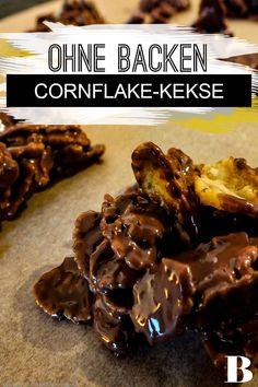 Cornflakes-Plätzchen Rezept. Diese leckeren Cornflakes-Plätzchen könnt ihr ganz ohne Backen und mit nur vier Zutaten herstellen – wir zeigen euch, wie einfach es funktioniert. #einfach #kekse #cornflakes #schokolade Desserts, Food, Biscuits, Chocolate, Kuchen, Chef Recipes, Simple, Tailgate Desserts, Deserts