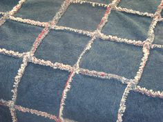 http://dianeinside.hubpages.com/hub/Rag-Quilts-How-to-make-a-Denim-Rag-Quilt