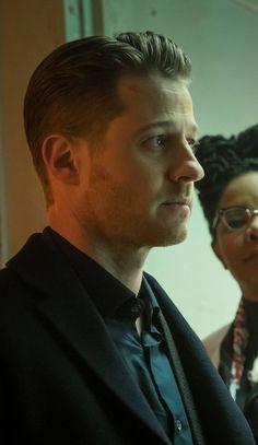 Ben Mackenzie portraying James Gordon in Gotham series. Jim Gordon Gotham, Ben Mckenzie Gotham, Benjamin Mckenzie, Gentleman Haircut, Gotham Series, In The Pale Moonlight, Haircuts For Men, Men's Haircuts, Gotham Batman