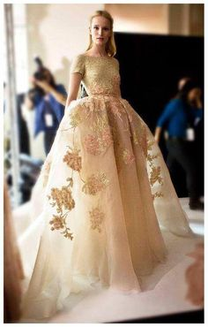 gold wedding dress // yes please // Latest Haute Couture Elie Saab Backstage Spring Summer 2014 Fashion Style Couture, Couture Fashion, Runway Fashion, High Fashion, Couture 2015, Couture Details, Nail Fashion, Party Fashion, Elie Saab
