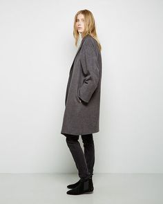 Rounded raglan sleeve coat (JW Anderson). Flex used black jeans (Acne Studios). Dewar ankle boots (Isabel Marant Etoile).