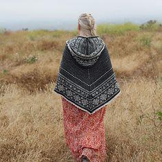 Fairisle Cape Knitted Poncho, Knitted Shawls, Knitting Designs, Knitting Patterns, Sweater Patterns, Ravelry, Needlework, Knit Crochet, Winter Hats