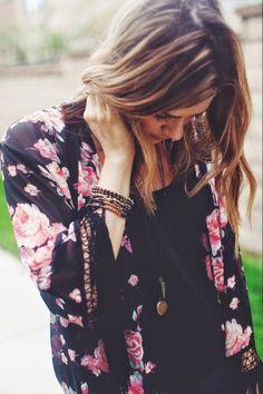 kimono, street style, boho, bohemian vibe, fringe, casual chic, colored jeans, floral, fashion, spring style, fashion blogger, mom blog, ootd || www.tessarayanne.blogspot.com