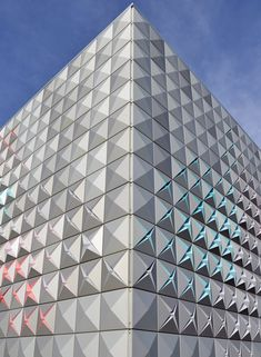 Brisac Gonzalez, Aluminium clad storage depot in Aurillac, France. Facade Architecture, Beautiful Architecture, Techno, Facade Pattern, Aluminium Cladding, House Cladding, Innovation, Tower Building, Interesting Buildings