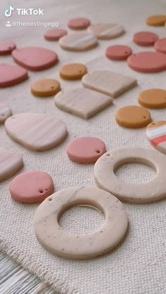 Diy Earrings Polymer Clay, Fimo Clay, Polymer Clay Projects, Polymer Clay Charms, Polymer Clay Art, Clay Food, Clay Design, Miniature Food, Clay Creations