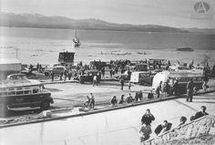 Restos del muelle de Bariloche después del Lagomoto, 22.05.1960 (Col Luelmo en Archivo Visual Patagónico)