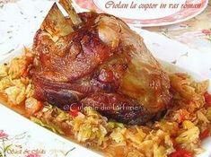 Ciolan la cuptor in vas romanCulorile din Farfurie Romanian Food, Tasty, Yummy Food, Pork Recipes, I Foods, Baked Potato, Cookie Recipes, Food And Drink, Turkey