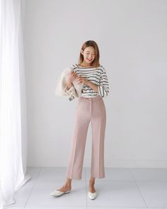 Preppy Girls vs Urban Baddies young women fashion trends for 2018 and 2019 Korean Fashion Trends, Korea Fashion, Daily Fashion, Summer Work Outfits, Cool Outfits, Fashion Outfits, Womens Fashion, Fasion, Minimal Fashion