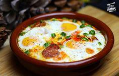 Huevos (eggs) a la Flamenca. Dish of Southern Spain. Tapas Recipes, Egg Recipes, Mexican Food Recipes, Cooking Recipes, Ethnic Recipes, Best Spanish Food, Mediterranean Recipes, Breakfast Recipes, Brunch
