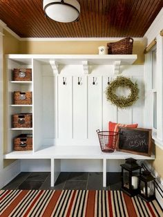 Rustic Small Mudroom Bench Ideas (37)
