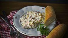"""Vlašský salát je dodnes oblíbená pochoutka. Bohužel dávno jsou doby, kde si ji každé lahůdkářství připravovalo samo zčerstvých surovin, bez konzervantů ajiné chemie. Zavzpomínejte avyrobte si ten pravý """"vlašák"""" doma. Je to snadné! Ham, Potato Salad, Appetizers, Potatoes, Cheese, Chicken, Ethnic Recipes, Spreads, Bulgur"""