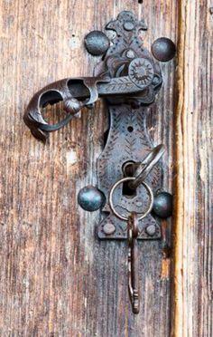 25 Unique Vintage Door Handles | Door knobs, Antique hardware and ...
