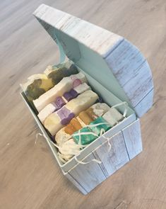 Make your own gift box or paper yourself with best natural products! This SPA bath and beauty gift box comes in 2 versions PAMPER GIFT 1 - 6 soaps - Spa Basket, Gift Basket, Cheer Up Gifts, Get Well Gifts, Unique Christmas Gifts, Spa Gifts, Gift Wedding, Body Care, The Balm