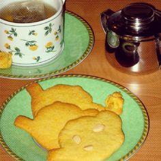 #Te e #biscotti #buonobuono #mangiamoqualcosa #fragolaecannella #merenda #colazione