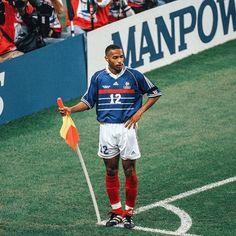 Football Poses, Football Icon, Retro Football, Football Soccer, Basketball, Thierry Henry, Vintage Football Shirts, Arsenal, Fifa