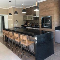 Área de Lazer com Churrasqueira: 15 Ideias para se Inspirar e Montar a Sua! Kitchen Room Design, Modern Kitchen Design, Home Decor Kitchen, Interior Design Kitchen, Kitchen Dining, Luxury Kitchens, Home Kitchens, Homer Decor, Small White Kitchens