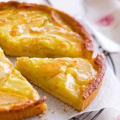 Découvrez la recette Tarte aux pommes normande sur cuisineactuelle.fr.