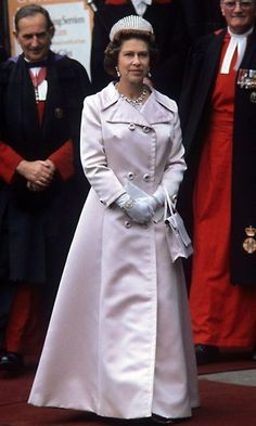 Queen Elizabeth II - White gloves are her signature accessory, with watches and bracelets on display over the top of her covered wrists. God Save The Queen, Hm The Queen, Royal Queen, Her Majesty The Queen, Queen Fashion, Royal Fashion, Die Queen, Isabel Ii, Queen Of England