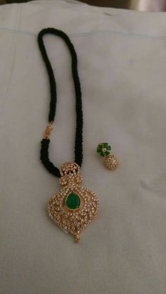 J Gold Earrings Designs, Gold Jewellery Design, Bead Jewellery, Pendant Jewelry, Beaded Jewelry, Gold Designs, Indian Wedding Jewelry, Indian Jewelry, Bridal Jewelry