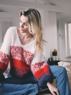 Inspiration and happiness since 2004 Knitting Patterns Free, Free Knitting, Base Coat, Types Of Collars, Camilla, Long Sleeve Sweater, Autumn Winter Fashion, Crochet Top, Bell Sleeve Top
