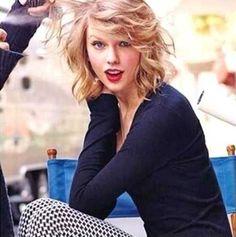Taylor-Swift-Short-Hair-1.jpg (500×503)