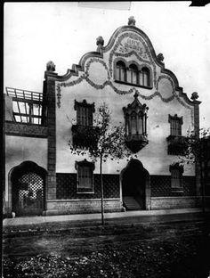 Art Nouveau Arquitectura, Barcelona Catalonia, Best Cities, Belle Epoque, Old Photos, Taj Mahal, Architecture Design, Past, Art Deco