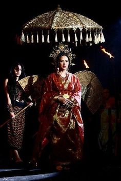 """Hara Lingayan from the epicserye/Historical TV series Amaya. FUN (and ironic ) FACT: The actress who played Hara Lingayan, Mrs. Ayen Munji-Laurel, was once a former princess or """"Puan"""" in Brunei after marrying Prince Jefri Bolkiah of Brunei. Philippines Outfit, Philippines Culture, Marian Rivera, Filipino Fashion, Philippine Fashion, Philippine Women, Filipino Wedding, Filipino Culture, Vietnam"""